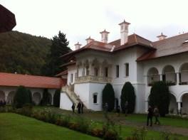 manastirea biblioteca