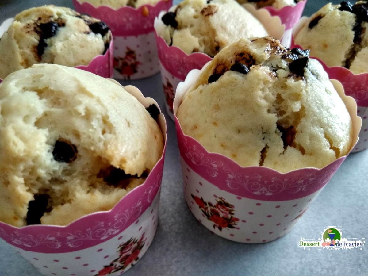 Eggless Vanilla lemon choco chip cupcake
