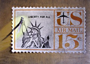 Illustration d'un timbre Américain de la statue de la Liberté, avec un couteau Opinel, par Richard Martens, vers 1975.