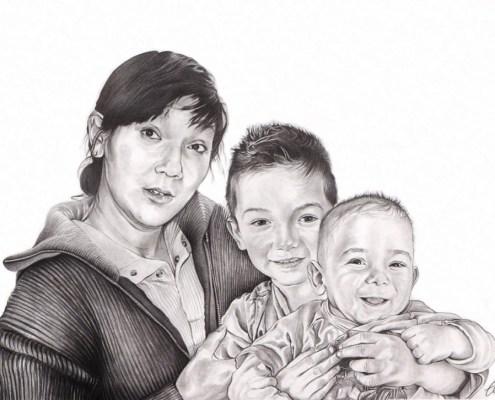 portrait-dessin-d'après-photo-famille-grand-mère-avec-ses-petits-enfants