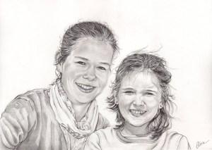 portrait-dessin-d-après-photo-enfants-sœurs-1
