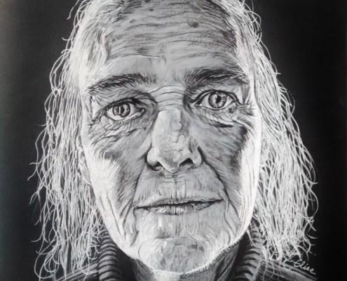 Portrait dessin d'une vieille femme au col roulé