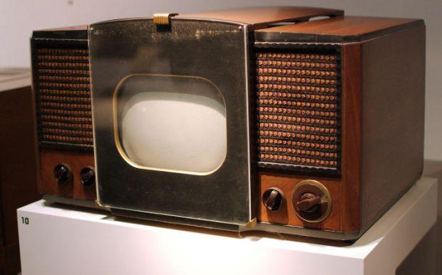 Primul televizor produs la scara larga intre anii 1946-1947, Foto: en.wikipedia.org