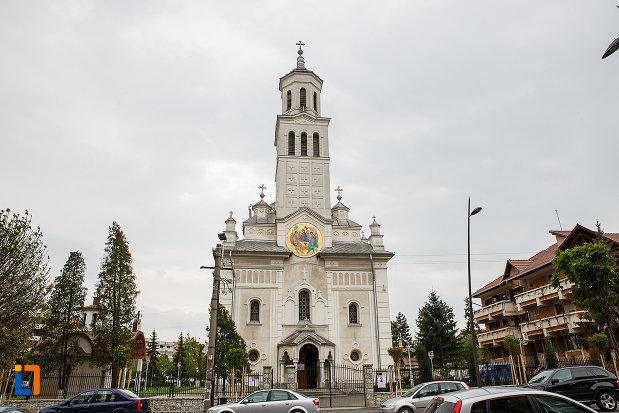 catedrala-sf-treime-din-deva-judetul-hunedoara.jpg