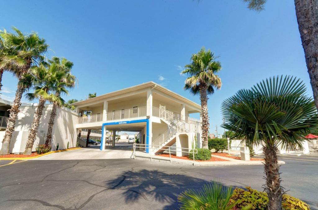 destin hotels, hotels in destin with swimming pool