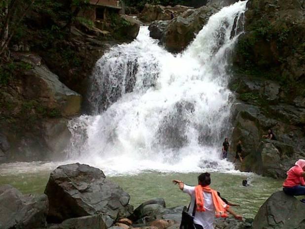 Wisata Alam Aceh : Air Terjun Suhom