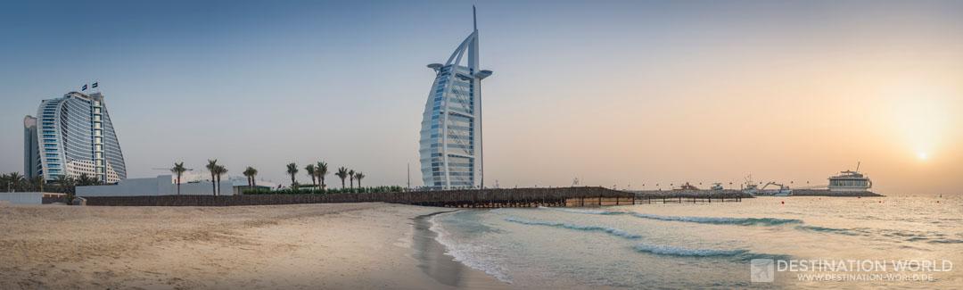 Jumeirah Beach Hotel und Burj al Arab zum Sonnenuntergang