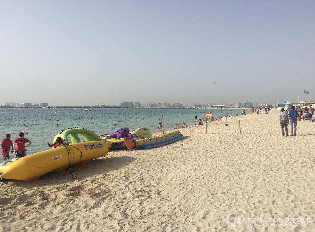 Der schöne Sandstrand des Marina Beach