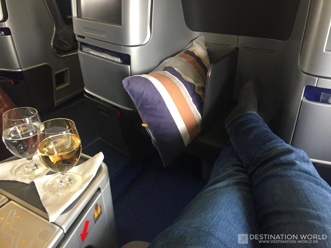 Ausreichend Beinfreiheit ist in der Lufthansa Business Class der B747-8