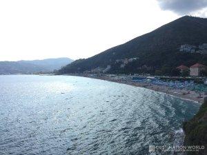 Der Strand von Spotorno ist ähnlich dem von Savona