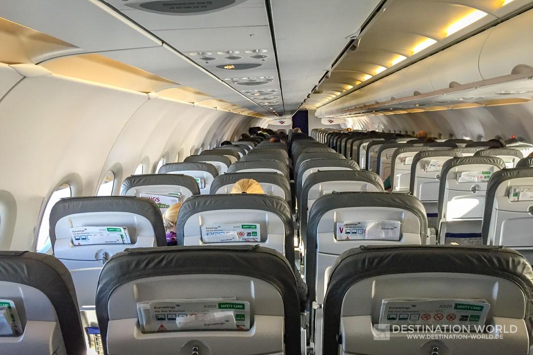 Rückflug in einem fast leeren Flugzeug