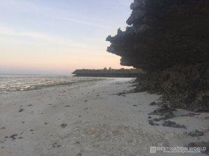 Im Süden von Jambiani beginnt eine toll ausgewaschene Steilküste