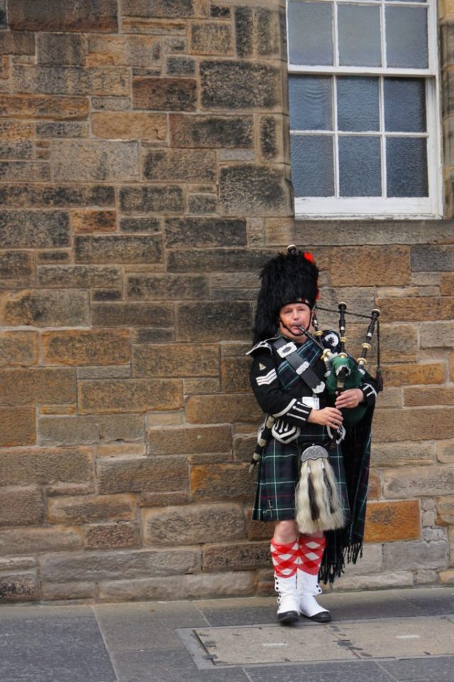 Sækkepibe på The Royal Mile i Edinburgh