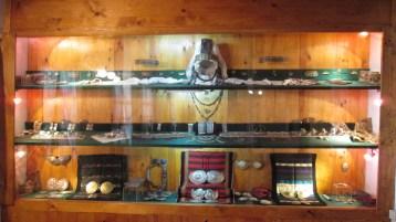 Накити, сред които сокайното забраждане, характерно само за тази част на страната
