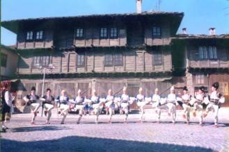 Балкан - танцов състав; пред Лафчиевата