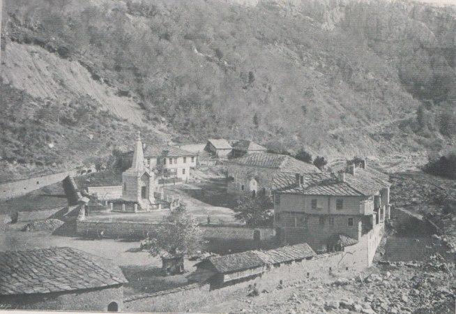 Дряновски манастир в началото на 20-ти век; панорамен изглед