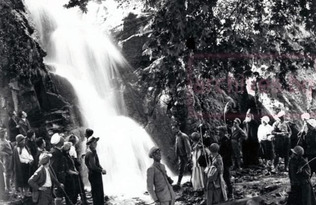 Ямболски туристи край Дряновската пещера, 1929г.