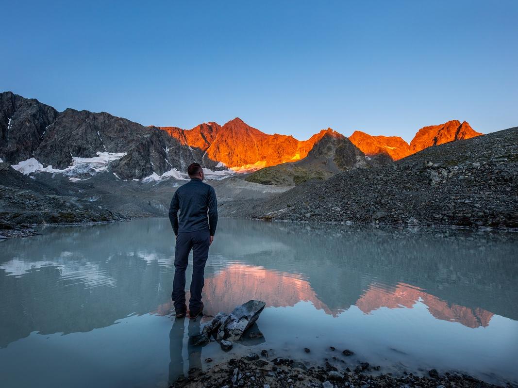 Lever de soleil lacs d'arsine Ecrins © T. Blais