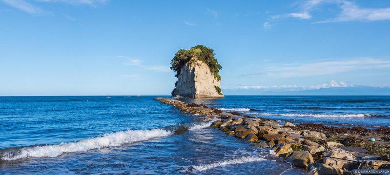 Grand rocher à l'extrémité de la péninsule de Noto