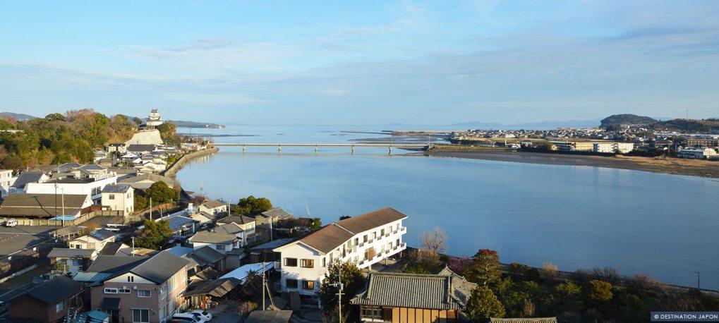 Panorama de la vue sur le château de Kitsuki et la mer