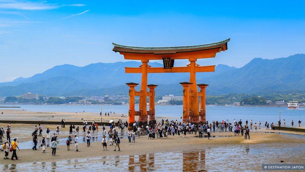 Grand torii de Miyajima à marée basse