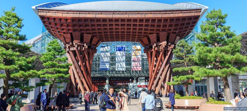 Grande porte de la gare de Kanazawa
