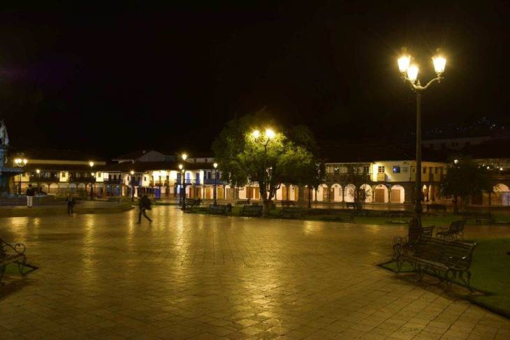 backpackers in cusco at night