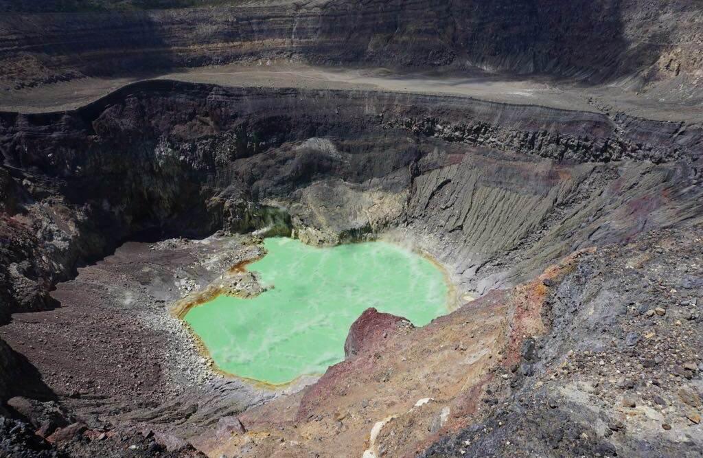 santa ana volcano hike crater