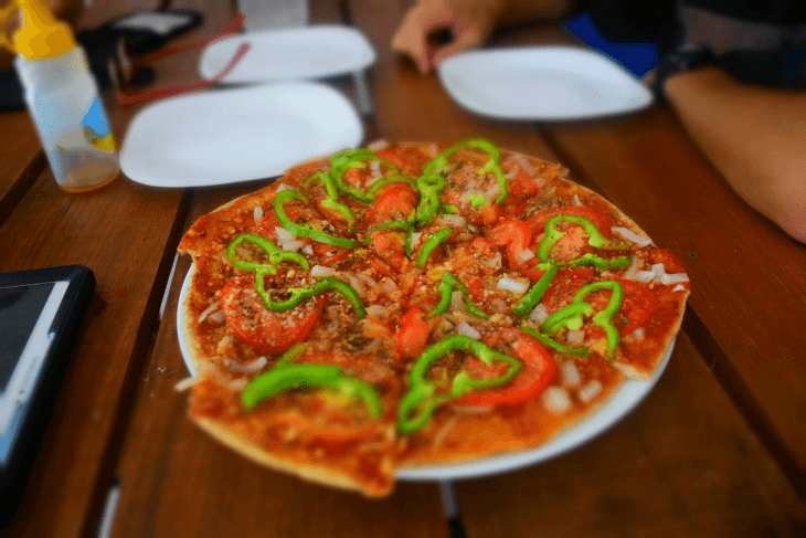 pizzas are easy to make in hostels