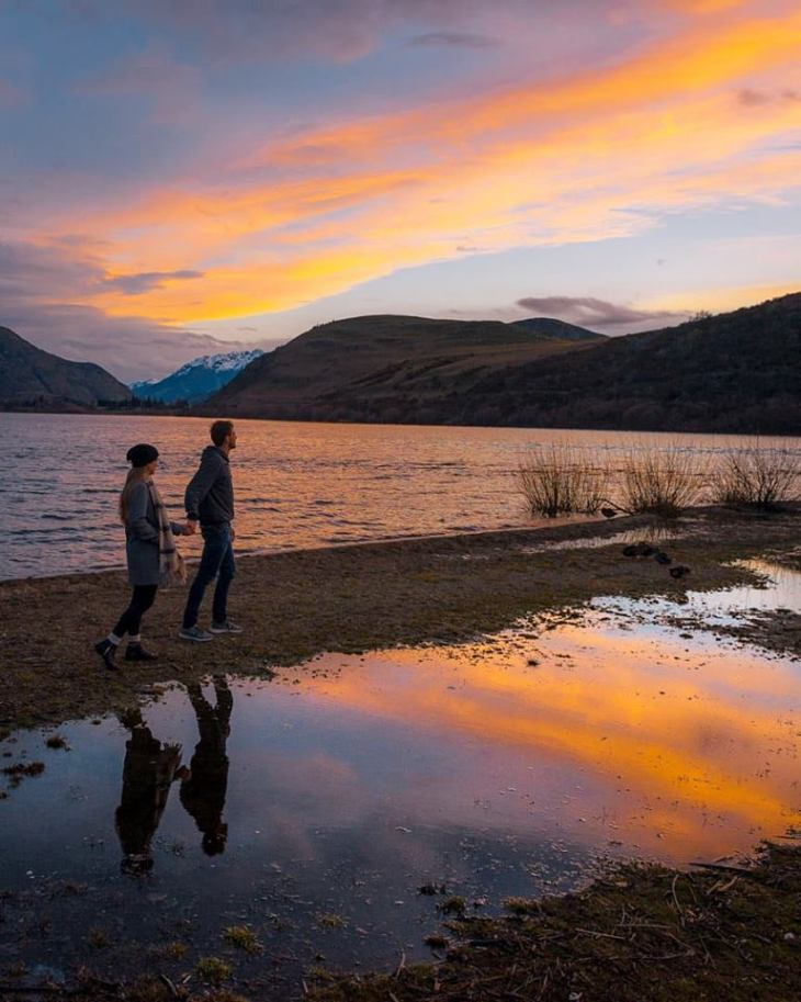lake hayes sunset near queenstown