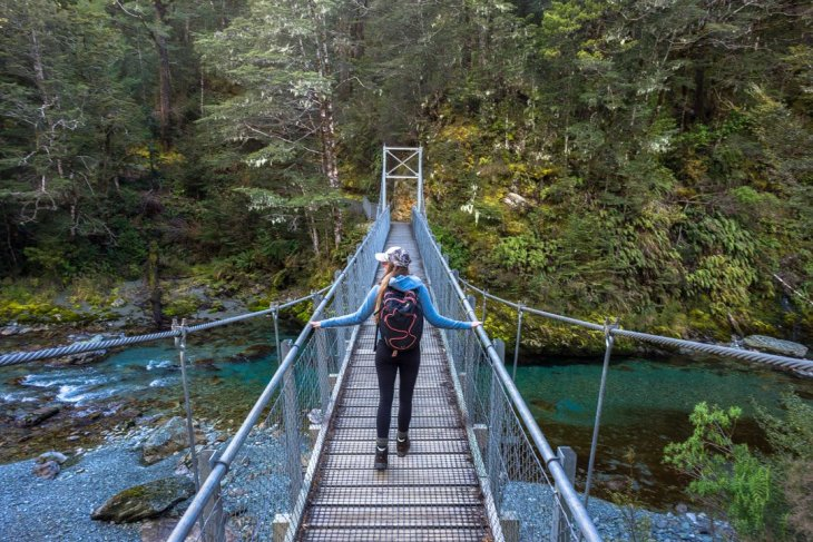 The suspension bridge o the Routeburn Track in New Zealand