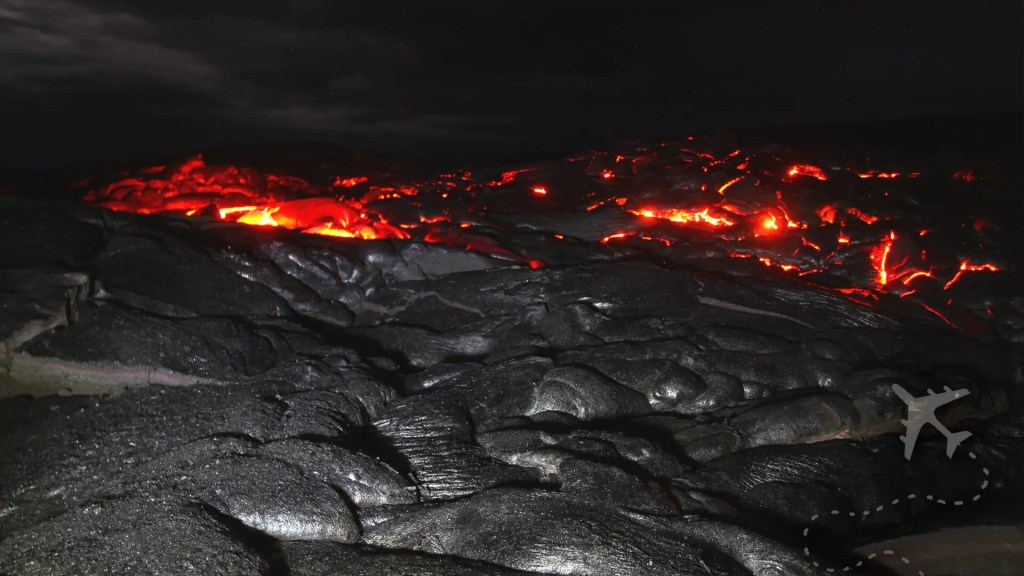 Kīlauea lava at night