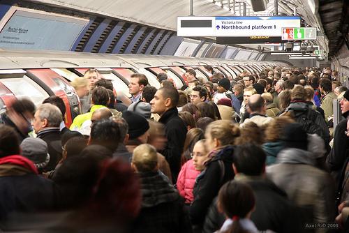 overcrowded-london-tube