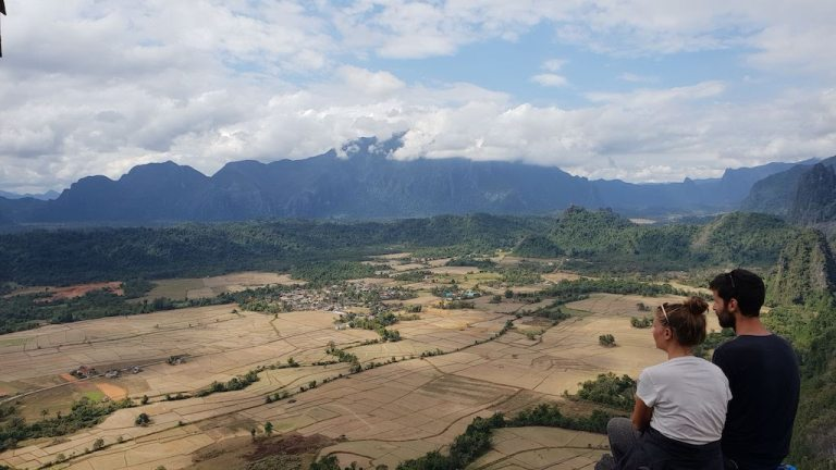 Vue de la montagne Pha Ngeun
