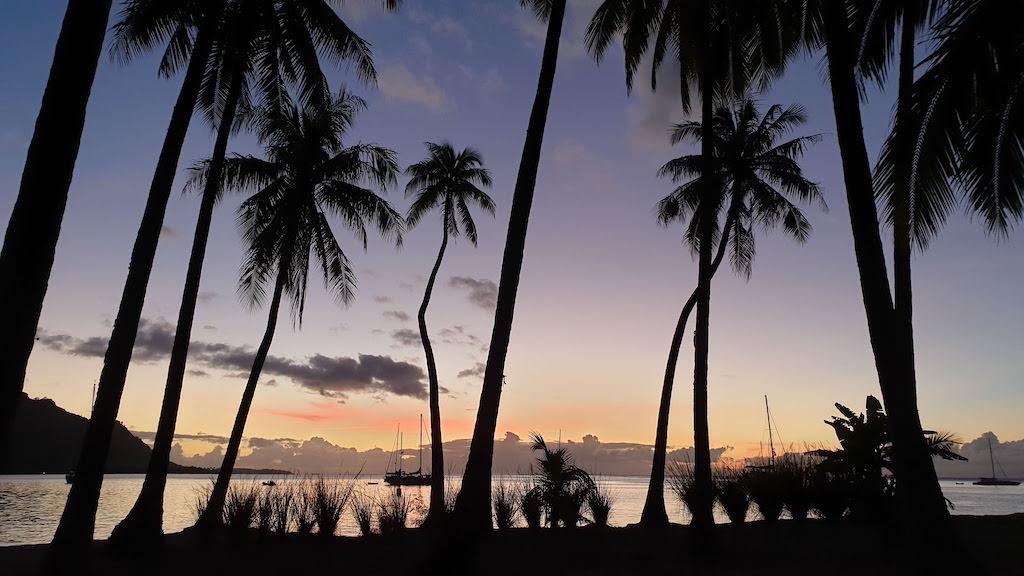 coucher du soleil à la plage publique de Ta'ahimanu Moorea