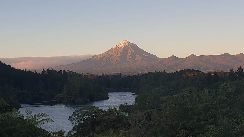 point de vue au lake Mangamahoe Mont Taranaki
