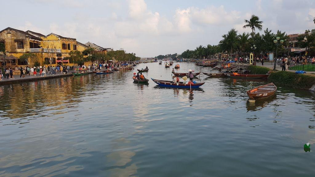 Bateaux typiques sur la rivière Hoi An
