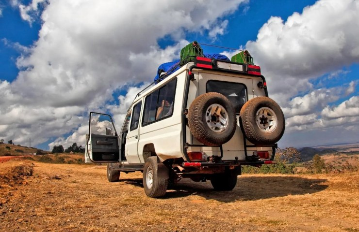 Travel To Uganda, Getting There & Away