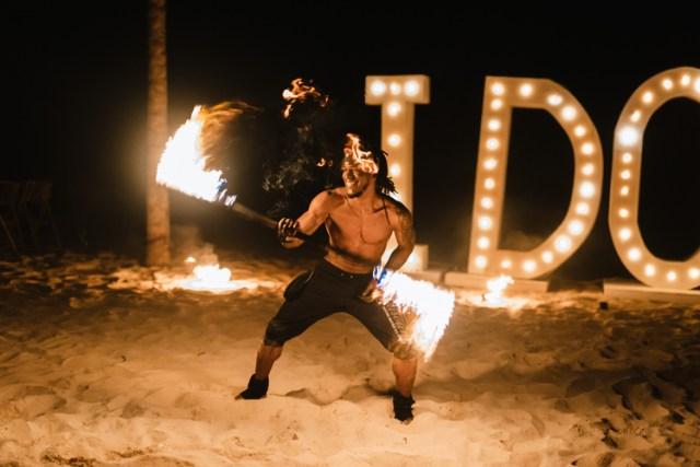 idées de mariage à destination danseurs de feu