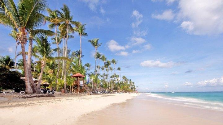 Vista de la playa y un hotel típico de Punta Cana, una de las Priceless Cities de MasterCard