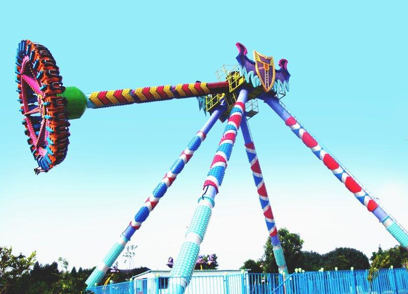 La atracción Pendulum en el Parque de la Costa