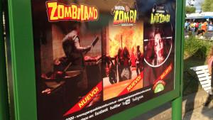 Cartel sobre las nuevas atracciones Zombi en el Parque de la Costa