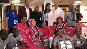 Avior Airlines inaugura ruta Caracas-Santo Domingo junto a ejecutivos de la aerolínea, ejecutivos y el Ballet Folklórico del Ministerio de Turismo de República Dominicana (FOTO: Mitur)