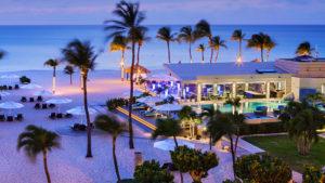 Vista de la playa al anochecer (Foto: Bucuti & Tara Beach Resort)