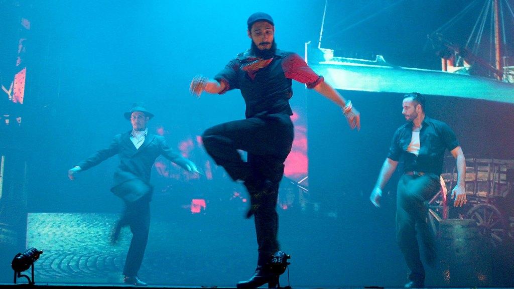 """Baile en el muelle de """"Magia!"""", el espectáculo de Madero Tango"""
