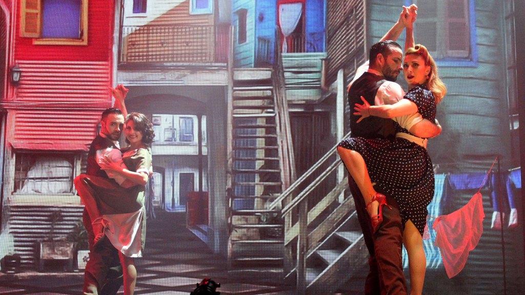 """Baile en Caminito de """"Magia!"""", el espectáculo de Madero Tango"""
