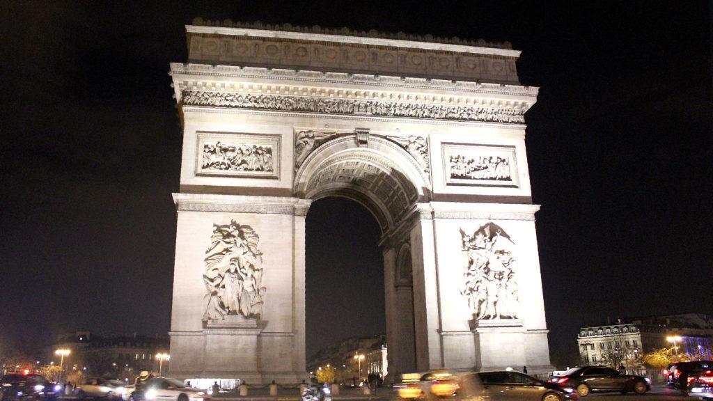 Arco del triunfo en París, Francia, número 1 entre las ciudades más hermosas