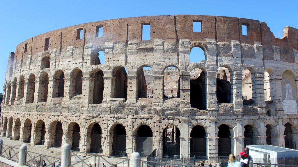 Coliseo en Roma, Italia, número 10 entre las ciudades más hermosas