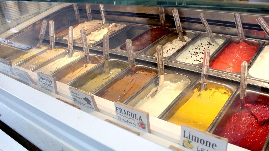 Variedad de sabores de gelato en Don Nino