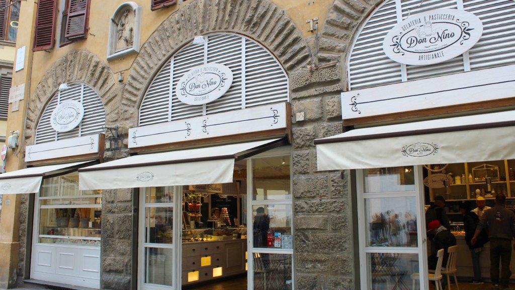 Fachada de Don Nino Gelateria & Pasticceria Artigianale en Piazza del Duomo, Florencia, Italia